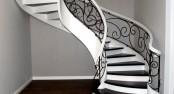 schody-bialo-czarne