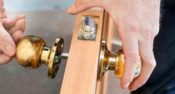 klamka-drzwi